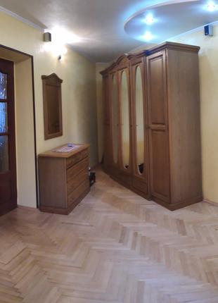 Шкаф, кровать. Продам комплект мебели в спальню (фасады - дуб)