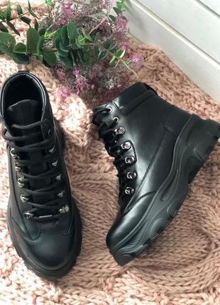 Женские ботинки на шнуровке мартинсы толстая подошва