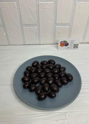 Драже. Миндаль в черном шоколаде.
