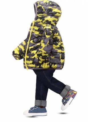 Демисезонная курточка мальчику камуфляж желтая