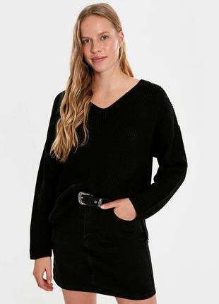 Актуальный черный базовый свитер оверсайз