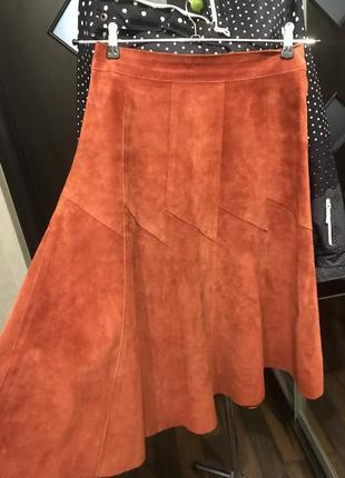 Расклешеная юбка миди из натуральной замши