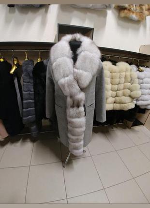 Пальто зимнее с мехом финского песца