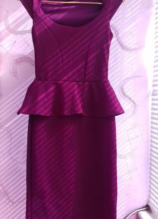 Модное новое платье  винного цвета с рюшками на талии размер м