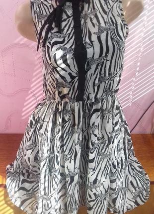 Красивое подростковое полосатое белое черное модное платье на ...