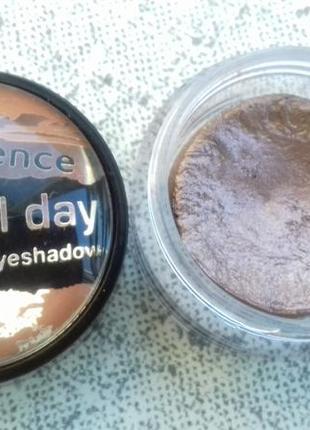 Супер стойкие тени для глаз коричневые essence stay all day 01...