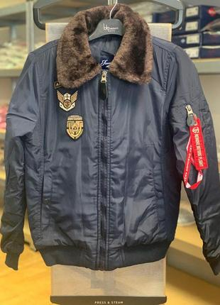 Стильная женская куртка-бомбер