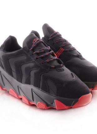 Черные кроссовки с красной подошвой
