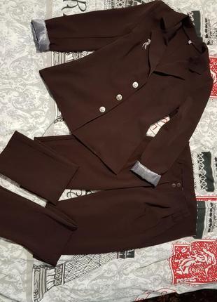 Костюм женский,брючный,пиджак и брюки