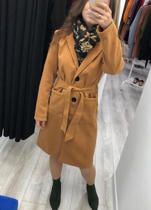 Тёплое демисезонное пальто с поясом кашемировое