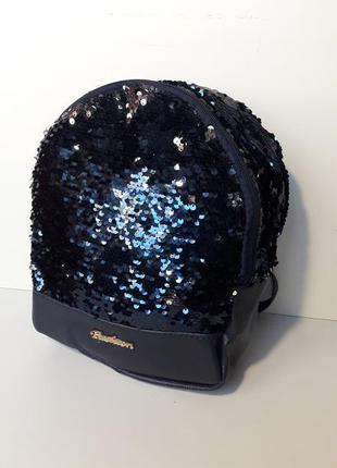Яркий рюкзак с пайетками