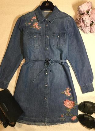 Джынсовое платье рубашка с вышивкой с необработанным низом geo...