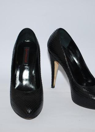 Туфли из кожи питона.