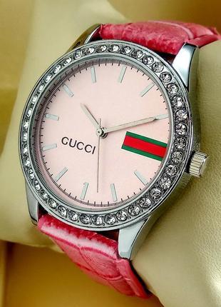 Женские кварцевые наручные часы Gucci на розовом кожаном ремешке