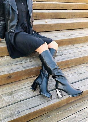 Женские демисезонные сапоги кожаные черные на каблуке