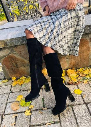 Женские демисезонные сапоги замшевые черные на каблуке