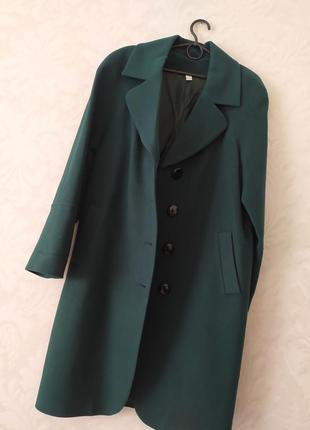 Изысканное изумрудное трендовое утеплённые пальто