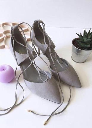Шикарные замшевые туфли лодочки на завязках и шпильке от next