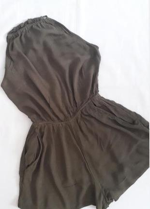 Ромпер комбінезон шортами кольору хакі з відкритою спинкою