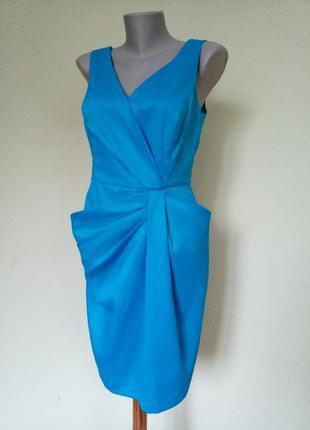 Элегантное вечернее платье красивого цвета