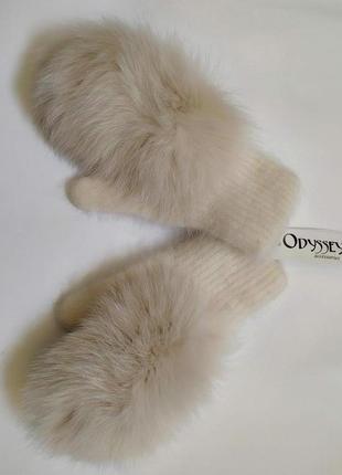 Ангоровые рукавички с мехом песца