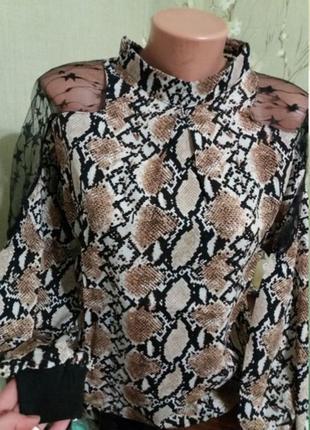 Блузка с вставками шифона.