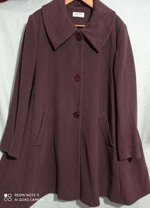 Очень красивое пальто шоколадного цвета в форме трапеции. отли...