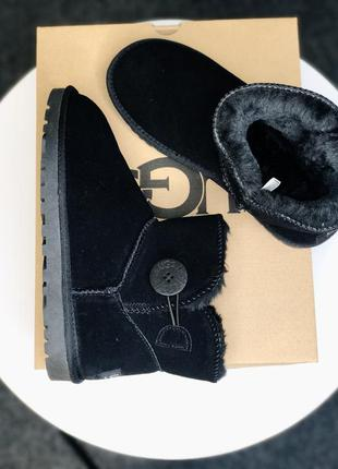 Женские зимние ботинки ugg mini bailey button black