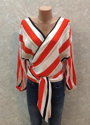 Блуза в полоску на запах с завязкой