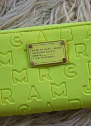 Желтый кошелек marc by marc jacobs