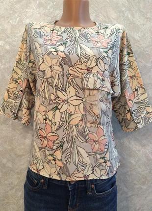 Блузка из плотной ткани в цветы с шифоновым карманом