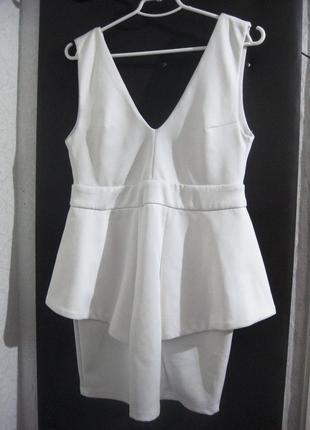Платье missguided с баской волан белое