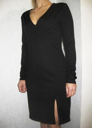 Платье h&m чёрное на запах с разрезом спереди