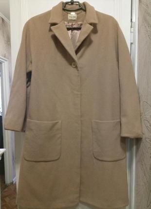 Пальто на невысоких 70% шерсть, 20% кашемир