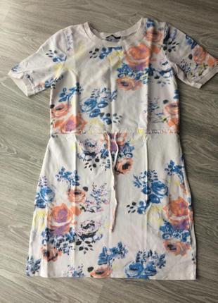 Пляжное белое платье с цветочным принтом vila