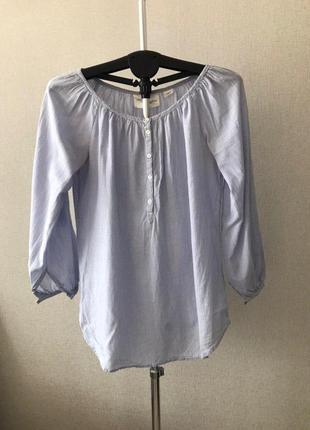 Блузка из хлопковой ткани с широким вырезом горловины и длинны...