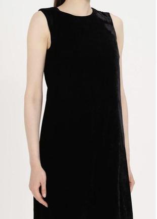 Черное бархатное мини-платье без рукавов hennes