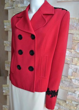 Женственное фирменное пальто