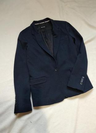 Полуприталеный трикотажный классический темно-синий пиджак бле...