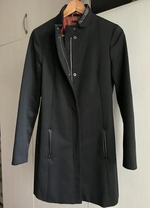 Строгое стильное пальто женское мужского кроя sisley