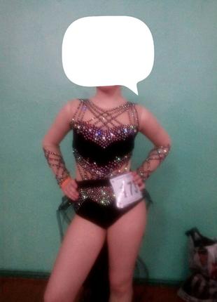 Продам красивый костюм для диско слоу