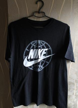 Мега крутая футболка с большим лого на груди nike
