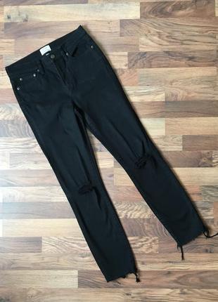 Стильные джинсы с дырками