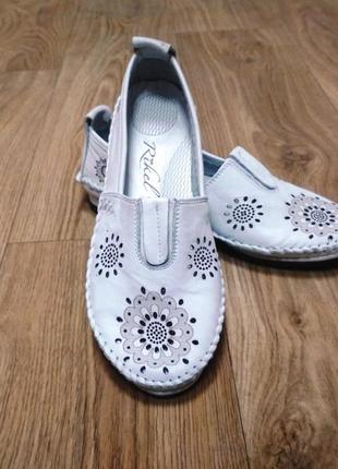 Белые туфли / мокасины