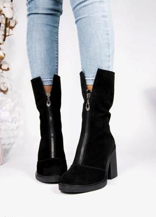 Замшевые чёрные ботинки на каблуке