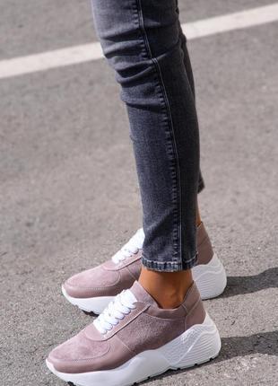 Женские замшевые кроссовки бежевые мокко