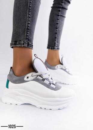Женские кожаные кроссовки белого цвета с замшевыми вставками с...