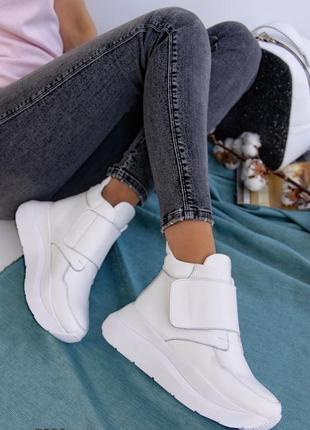 Белые кожаные ботинки женские