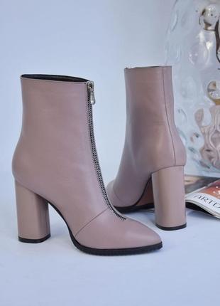 Ботинки кожаные женские на каблуке.