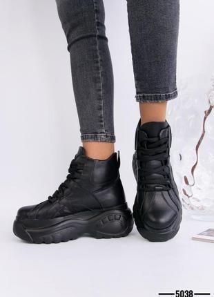 Кожаные женские ботинки на массивной подошве